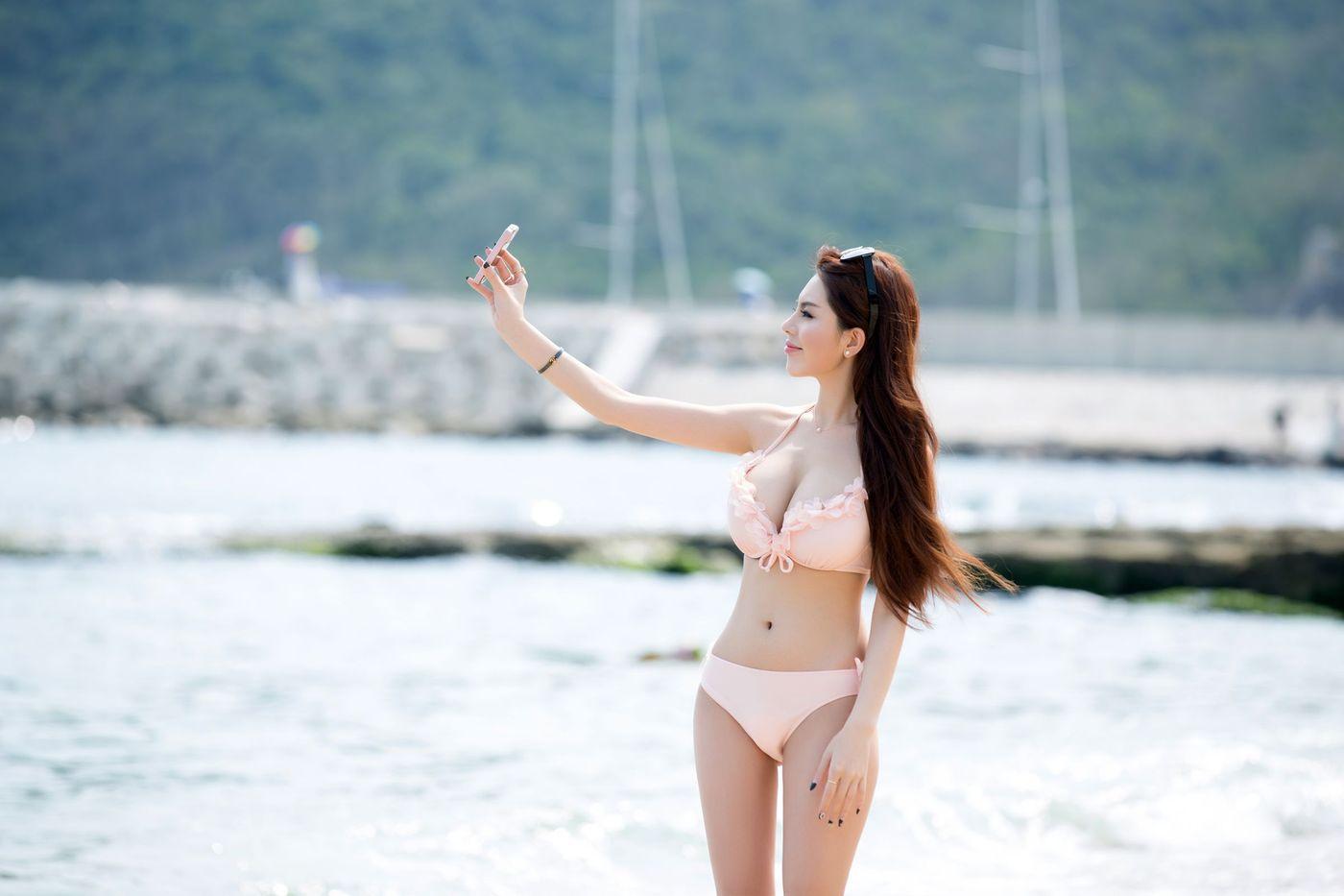 白嫩美女爆乳波涛胸涌比基尼沙滩美女嫩模推女郎-[赵惟依]超高清写真图片|1620126296更新