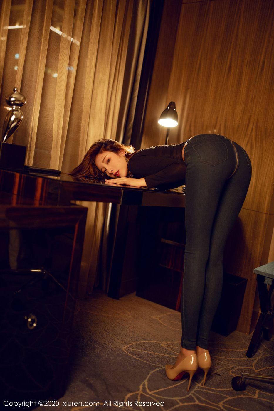 牛仔裤丝袜美腿内衣诱惑翘臀美胸短发美女秀人网-[陈小喵]超高清写真图片|1620392872更新