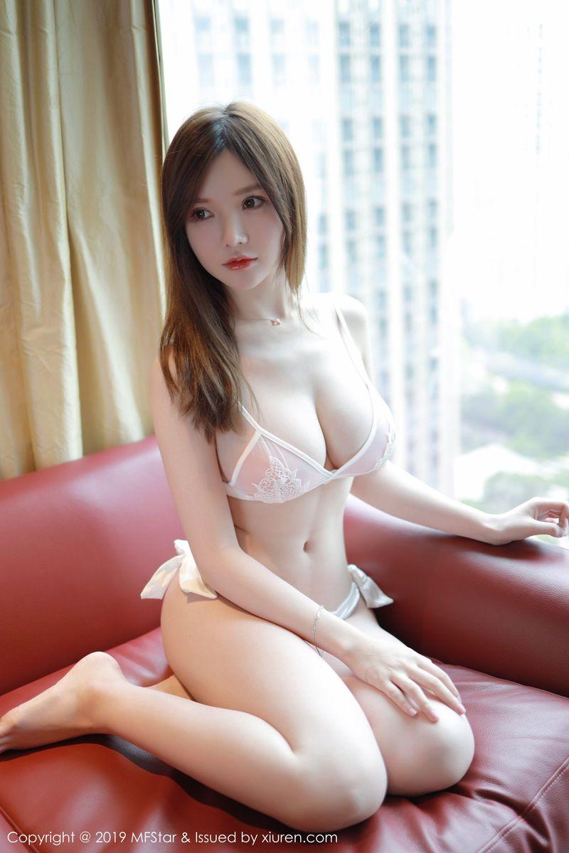 童颜巨乳内衣诱惑爆乳大尺度床照翘臀美女模特模范学院-[黄米妮]超高清写真图片 1620253085更新