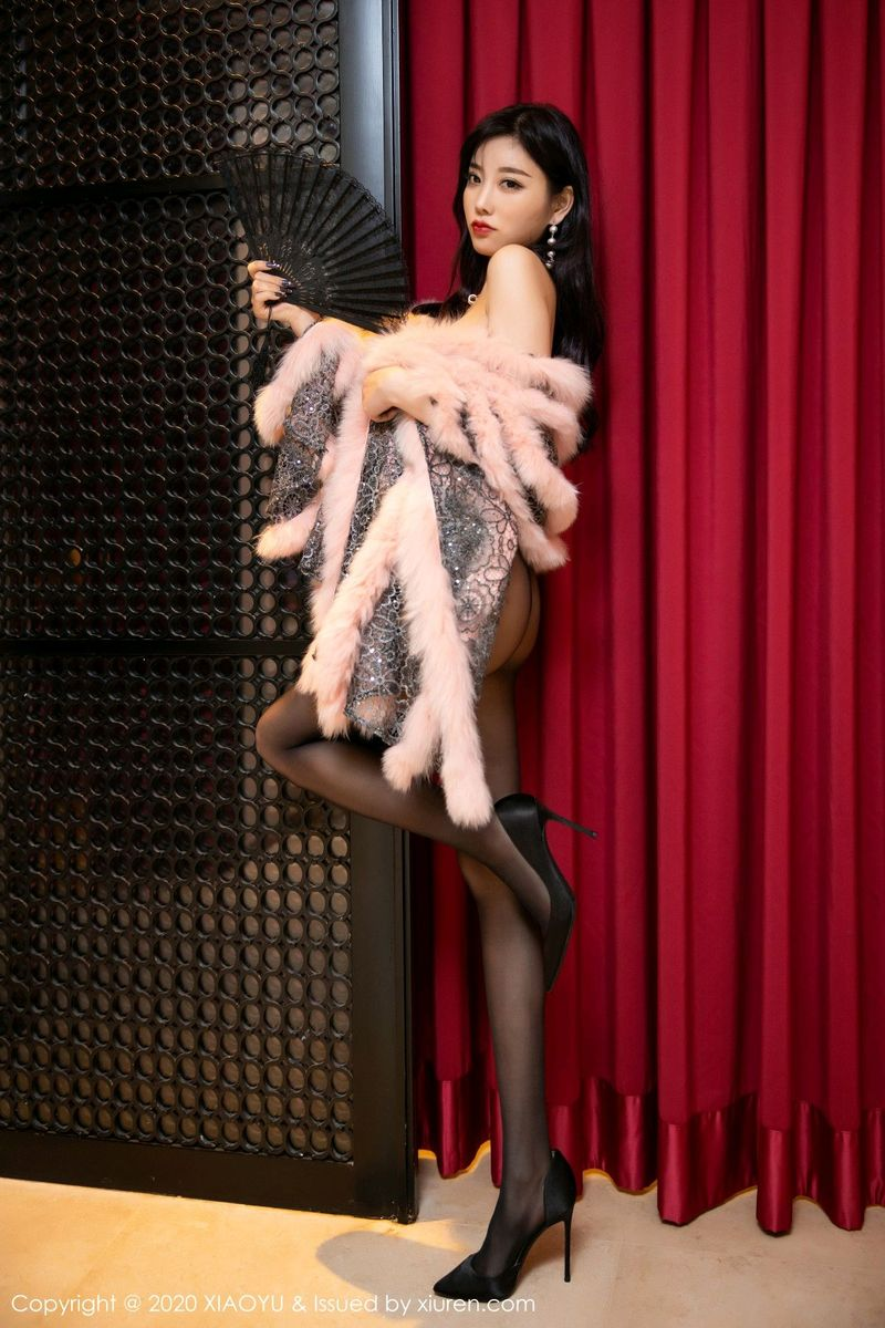 高跟鞋黑丝美腿内衣诱惑翘臀美胸大尺度性感女神语画界-[杨晨晨]超高清写真图片 1620319716更新