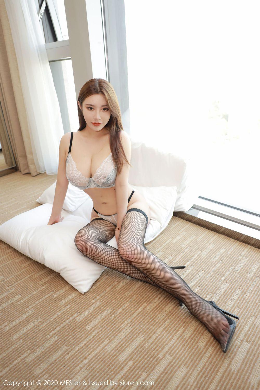 黑丝美腿巨乳翘臀大尺度大胸美女嫩模模范学院-[软软Roro]超高清写真图片 1620443327更新
